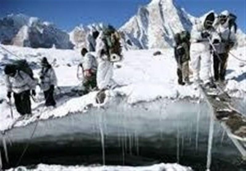 دنیا کے بلند ترین میدان میں شدید برفباری، پاک فوج کی امدادی کارروائی