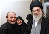 حضور نماینده دفتر حفظ و نشر آثار امام خامنهای در منزل مادر شهید مغنیه
