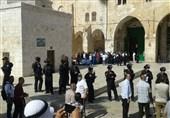 عشرات المستوطنین الصهاینة یدنسون الأقصى المبارک