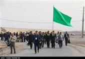 اربعینحسینی  سینهزنی زائران حسینی در مسیر عشق+فیلم