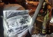آتش گرفتن پراید پس از تصادف با درخت + تصاویر