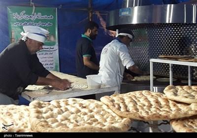 صفهای آزاردهنده نان در خراسان شمالی/ آقایان تدبیری برای برچیدن صفها در «روزهای کرونایی» دارند؟