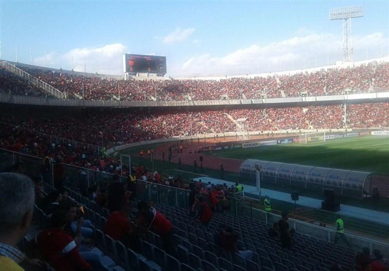 حاشیه دیدار پرسپولیس ــ السد| ظرفیت ورزشگاه آزادی تکمیل شد/ هواداران بلیتبهدست در انتظار ورود به ورزشگاه + عکس