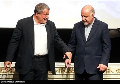 بیژن زنگنه وزیر نفت و محسن هاشمی رئیس شورای اسلامی شهر تهران در مراسم امضای قرارداد طرح توسعه حمل و نقل ریلی درون شهری
