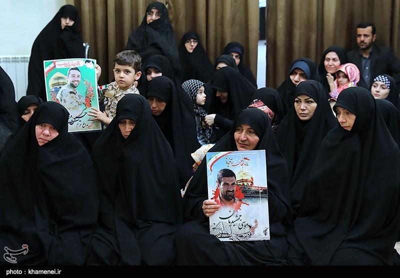 دیدار جمعی از خانوادههای شهدای مدافع حرم با رهبر معظم انقلاب