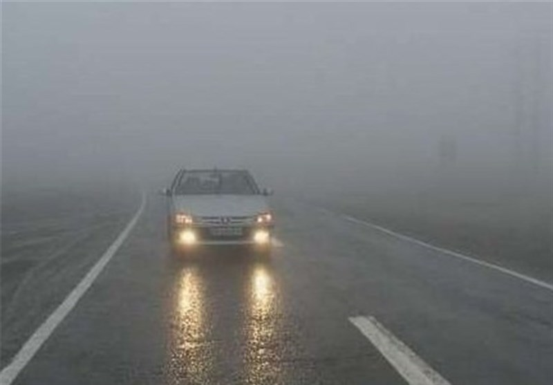بارش برف و باران در محورهای استان ایلام جادهها را لغزنده کرد