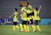 لیگ برتر فوتبال| برتری پارس مقابل نساجی 10 نفره در هوای بارانی و زمین گلآلود