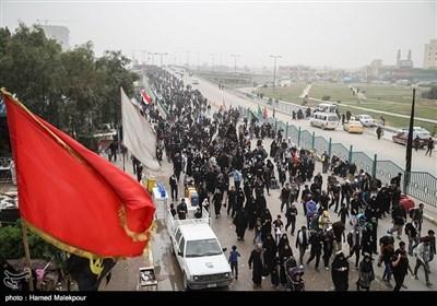 پیاده روی زائران اربعین حسینی از نجف به کربلا