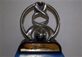 پروین جام قهرمانی لیگ قهرمانان آسیا را روی سکو قرار میدهد