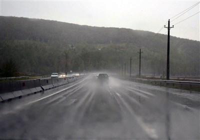 تدام بارش در جادههای استانهای جنوب شرقی کشور/ جادهها لغزنده شده است