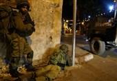 واکنش کودک فلسطینی هنگام هجوم نظامیان صهیونیست به منزلشان+تصویر
