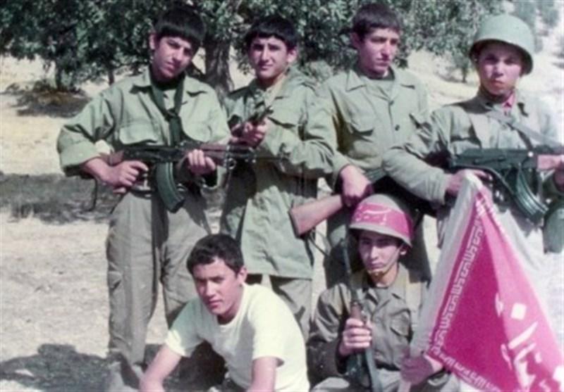 رونمایی از کتاب 14 سال تنهایی خاطرات دانشآموز شهید پارسآبادی