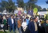 """راهپیمایی 13 آبان با شعار """"هیهات منا الذله"""" در سراسر استان خراسان جنوبی آغاز شد"""