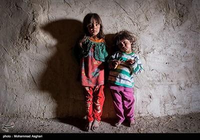 روستای تنگ کوره -بخش ذلقی شرقی - شهرستان الیگودرز-استان لرستان- ماریا افروغ دو ساله و مینا افروغ پنج ساله .