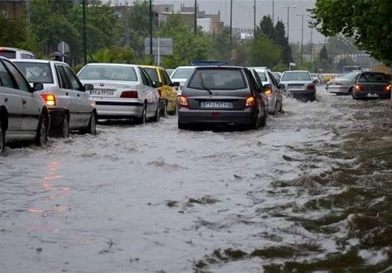 بارش باران سبب آبگرفتگی معابر و کندی رفت و آمدها در استان بوشهر شد