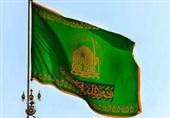 پرچم متبرک رضوی در میدان امام رضا(ع) سمنان به اهتزار درمیآید