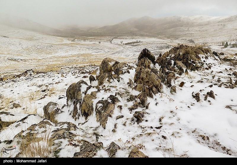 بارش برف در ارتفاعات و گردنههای اردبیل؛ رانندگان زنجیرچرخ به همراه داشته باشند