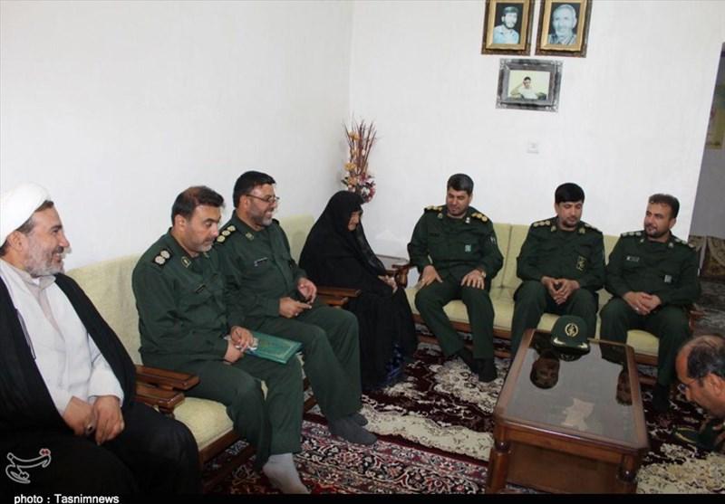 فرمانده جدید سپاه فتح کهگیلویه و بویراحمد به دیدار خانواده شهدای باشت رفت+تصاویر
