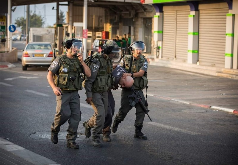 Siyonist Askerler Batı Şeria'da 20 Filistinliyi Gözaltına Aldı