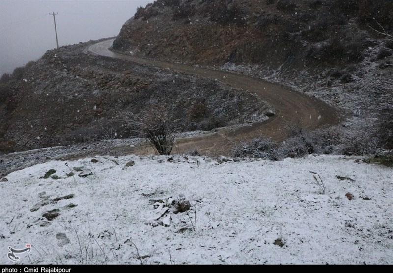 ترافیک سنگین در جاده چالوس/ پیشبینی بارش برف طی روزهای آینده در محورهای کوهستانی