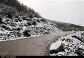 بارش برف در ارتفاعات کرج ـ چالوس/ بارندگی در محورهای 6 استان
