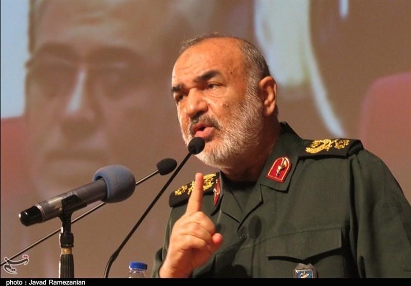 سردار سلامی: اگر گزینه دشمن جنگ باشد سرتاسر تهاجم میشویم / هیچ امتیازی به دشمن نمیدهیم