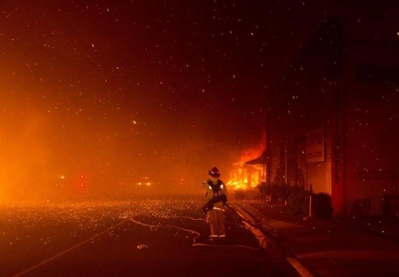 آتش سوزی مهیب در حاشیه یک مانور هوایی در هند 300 اتومبیل را نابود کرد +تصاویر