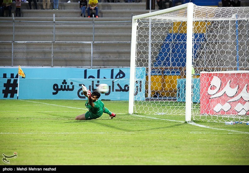 دیدار تیمهای فوتبال پارس جنوبی جم و پیکان تهران