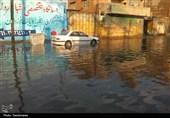 آبگرفتگی و تردد سخت در معابر اهواز در پی بارش باران و بیتوجهی مسئولان
