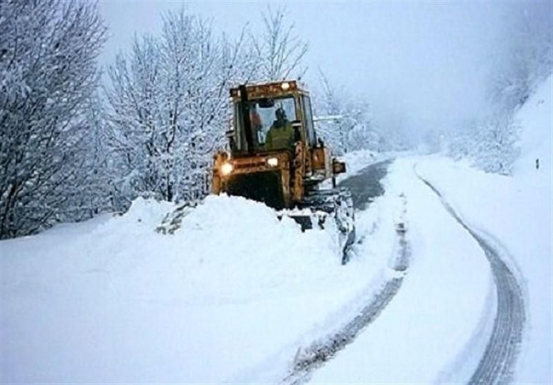 مسدود شدن راه ارتباطی 70 روستای بخش مارگون بویراحمد؛ برف مدارس را تعطیل کرد