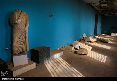 """تخریب آثار تاریخی و باستانی و مجسمه های یونانی در موزه """"پالمیرا"""" که بدست تروریست های داعش ویران شده است"""