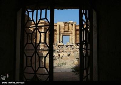 داعش بسیاری از مردم را در داخل آمفی تئاتر تاریخی شهر تدمر که به همراه دیگر محوطه تاریخی این مجموعه قدمتی دو هزار ساله دارد و در فهرست یونسکو قرار دارد، اعدام می کرد.
