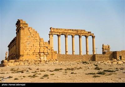 """تخریب و انفجار ستون های """"تتراتیلون"""" و""""طاق نصرت"""" در شهر باستانی پالمیرا توسط تروریست های داعش در سوریه"""