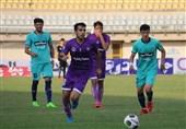 اظهارات مربی پیشین کارون اروند خرمشهر درباره تغییر قرارداد بازیکنان این تیم و شکایت از فدراسیون فوتبال