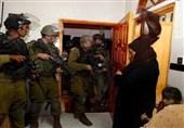الکیان الصهیونی یعتقل 22 فلسطینیا من الضفة الغربیة واندلاع مواجهات