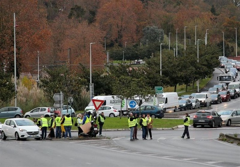 French Police Dislodge Fuel Protesters as Movement Wanes