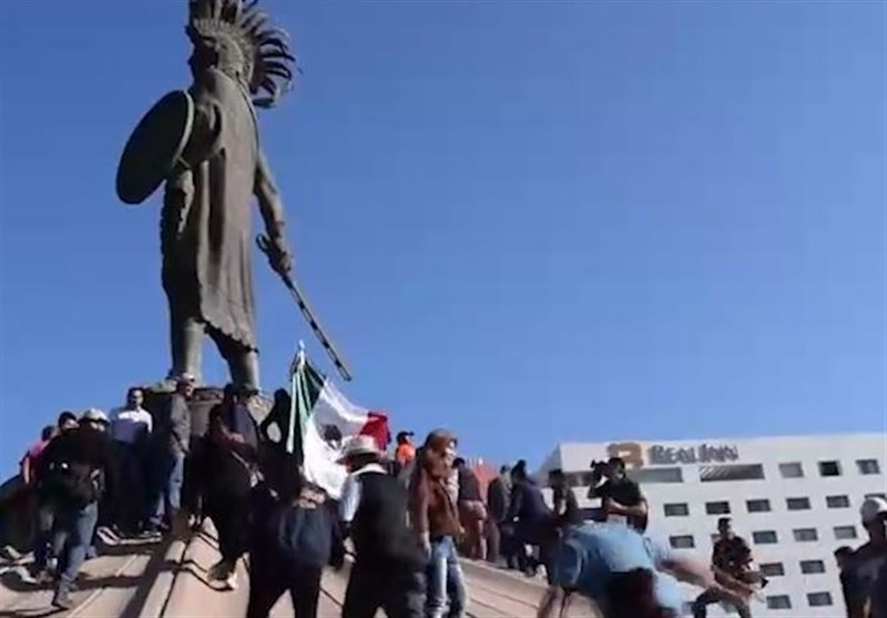 Clashes Erupt at Tijuana as Mexican Protest against Avalanche of Migrants (+Video)