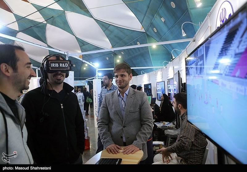 سبک جدید نشستهای اجلاس صداوسیما/ سخنران اینترنتی با شرکتکنندگان صحبت میکند