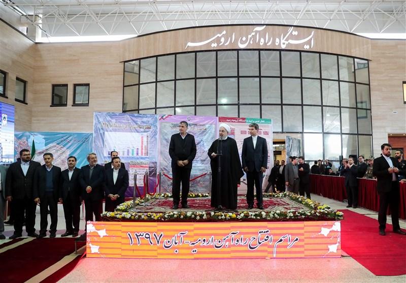 سوت قطار بالاخره در ارومیه به صدا درآمد/رئیس جمهور ایستگاه راهآهن ارومیه را افتتاح کرد