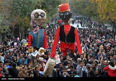 شادپیمایی عروسکها در آغاز بیست و پنجمین جشنواره بینالمللی تئاتر کودک و نوجوان - همدان
