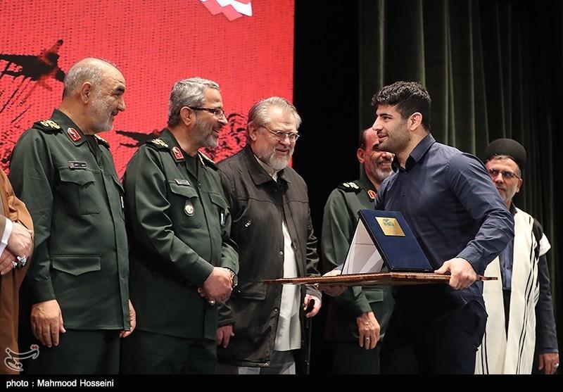 تقدیر از علیرضا کریمی در همایش حمایت از مردم مظلوم یمن