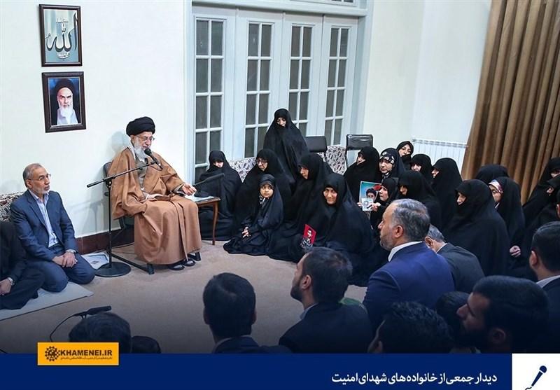 امام خامنهای در دیدار خانواده شهدای امنیت: همیشه بانشاط و پرانگیزه در صحنه باشید