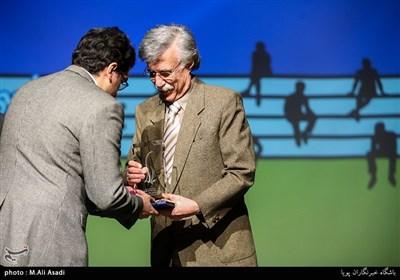 تجلیل از جاوید مجلسی استاد موسیقی در مراسم چهارمین سال نوای موسیقی ایران