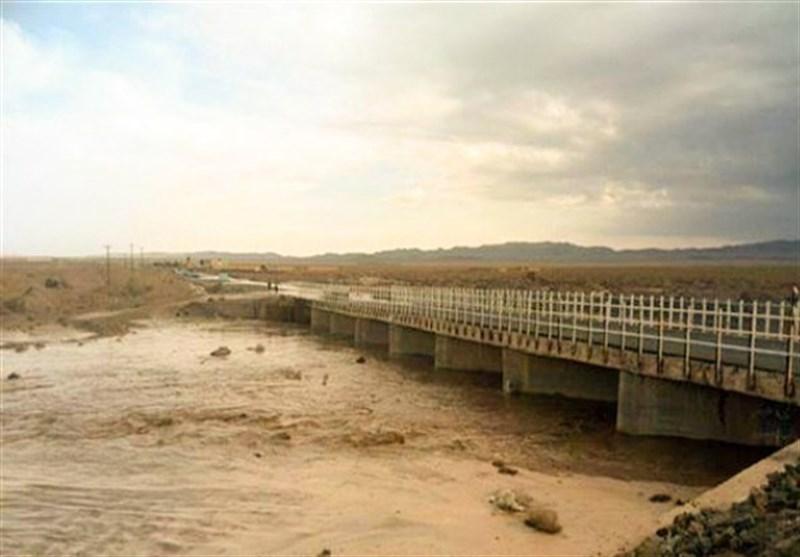 سیستان و بلوچستان|مسیر نیکشهر ـ بنت در پی طغیان رودخانه مسدود شد