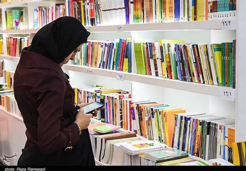 سمنان| کتابداران نقش مهمی در جذب مردم به کتابخوانی دارند