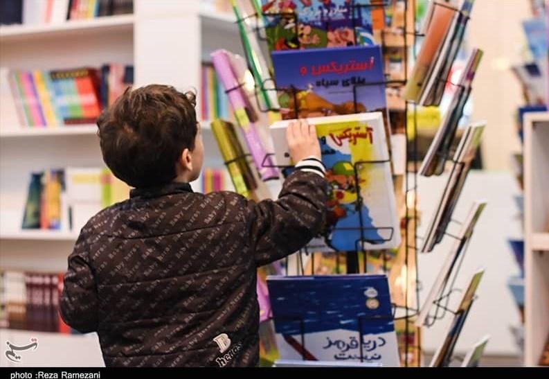 دورهمی نوجوانانه برای خوانش یک کتاب تاریخ انقلاب در بجنورد + فیلم