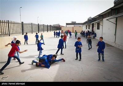 بازی بچه ها در یکی از مدرسه های دوره ابتدایی منطقه حسیاء در کشور سوریه
