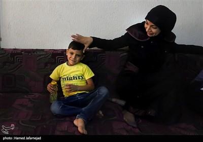 علی فرزند شهید حسین عبدالحمید حسین که در مبارزه با تروریست های داعش و فوعه و کفریا به شهادت رسید
