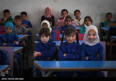 کلاس درس کودکان مدرسه دوره ابتدایی منطقه حسیاء در کشور سوریه