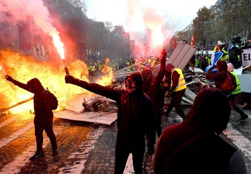آتش و خشم مردم فرانسه علیه سیاستهای ماکرون+تصاویر